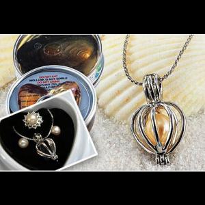 Perla prianí v perlorodke s náušnicami a prsteňom