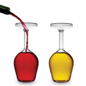 Obrácená sklenice na víno