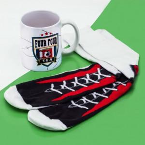 Dárkový set hrnek s ponožkami - fotbalový